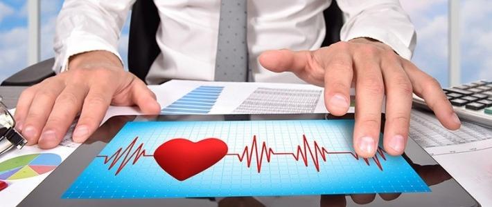 mains sur tablette stress cohérence cardiaque