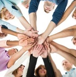 groupe de personnes mains unies
